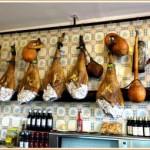 El Cortijo de Pepe, bar à tapas avec des jambons suspendus