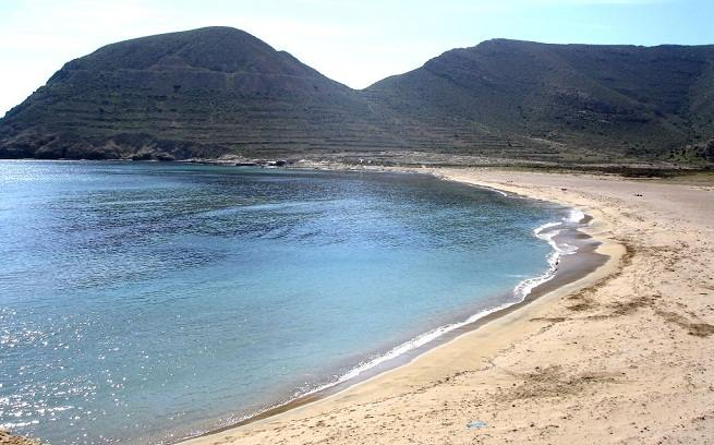 Grande plage naturiste en Andalousie