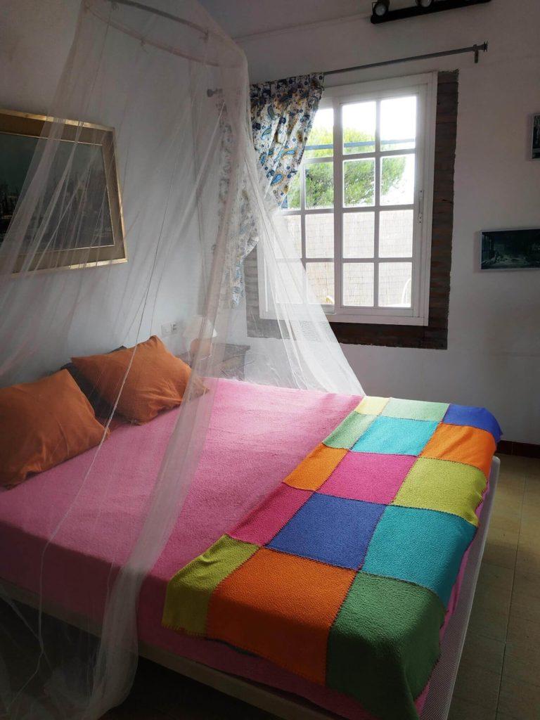 Casita de campo cama con mosquitera